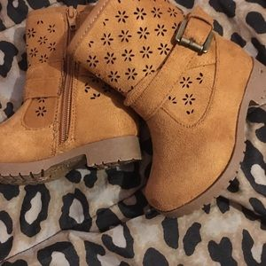 New! Girls Suede buckle boot